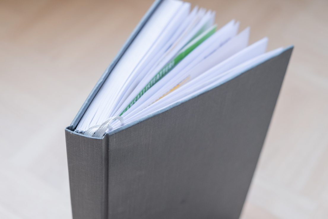 Itse sidottu kirja on hieno lahja ja kaunis muisto