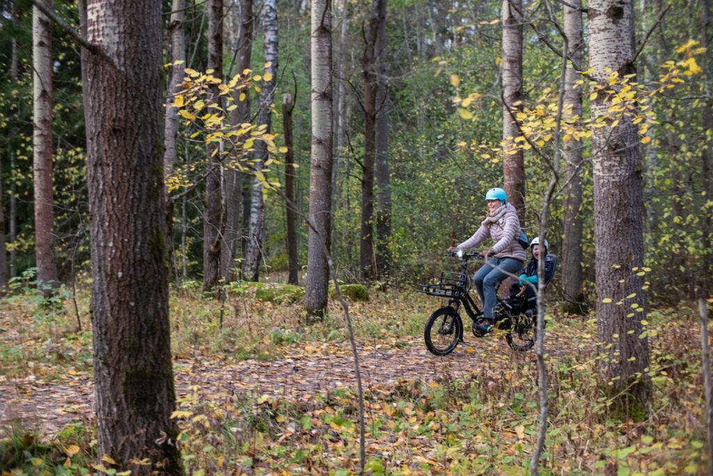 Tern HSD on kätevä sähköistetty pitkäperäpyörä yhden lapsen kuljetukseen. Sain sen lainaan Fillarifiilarilta – AILI